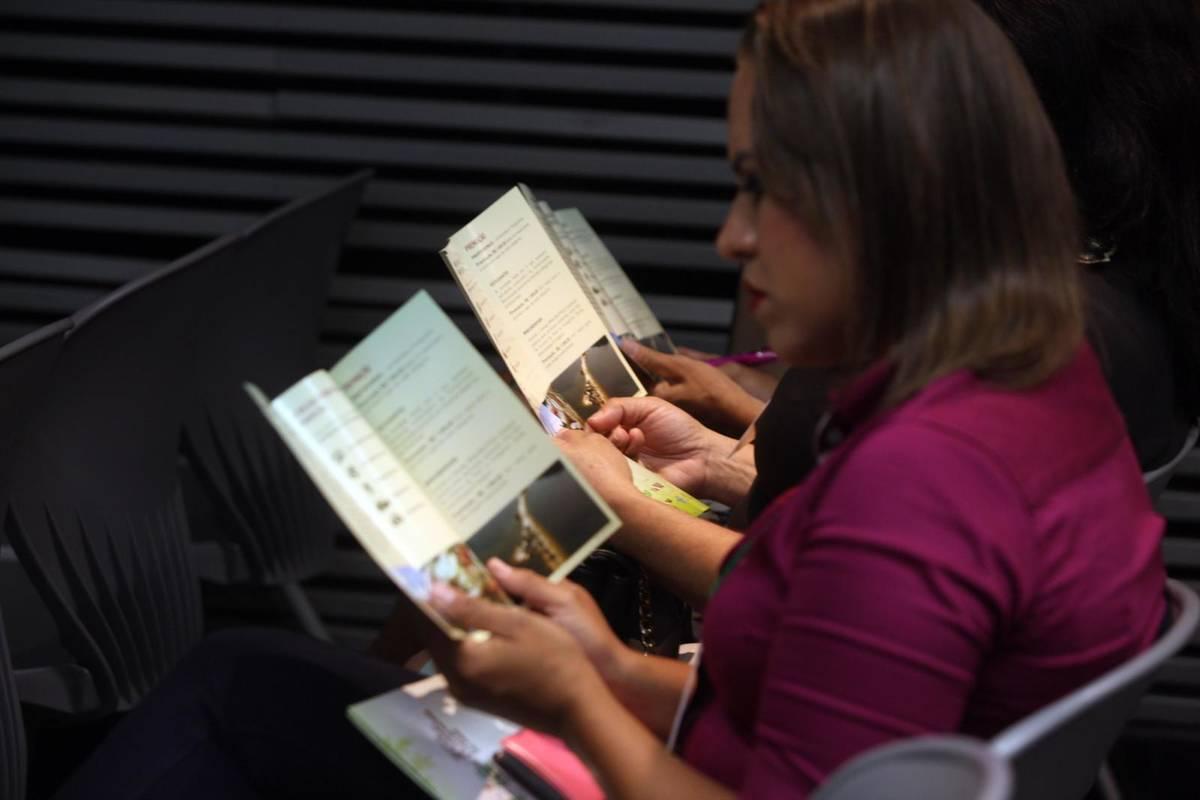 Assessores de comunicação das prefeituras recebem folderes e cartazes. Foto: Rodolfo Oliveira/Agência Pará