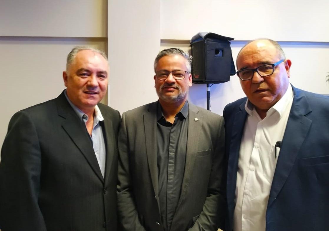 Evandro Novak, presidente da Abrajet Nacional, Bob Santos (Ministério do Turismo) e Gorgônio Loureiro (pesidente da Abrajet -Bahia ) (Foto: Benneh Amorim)