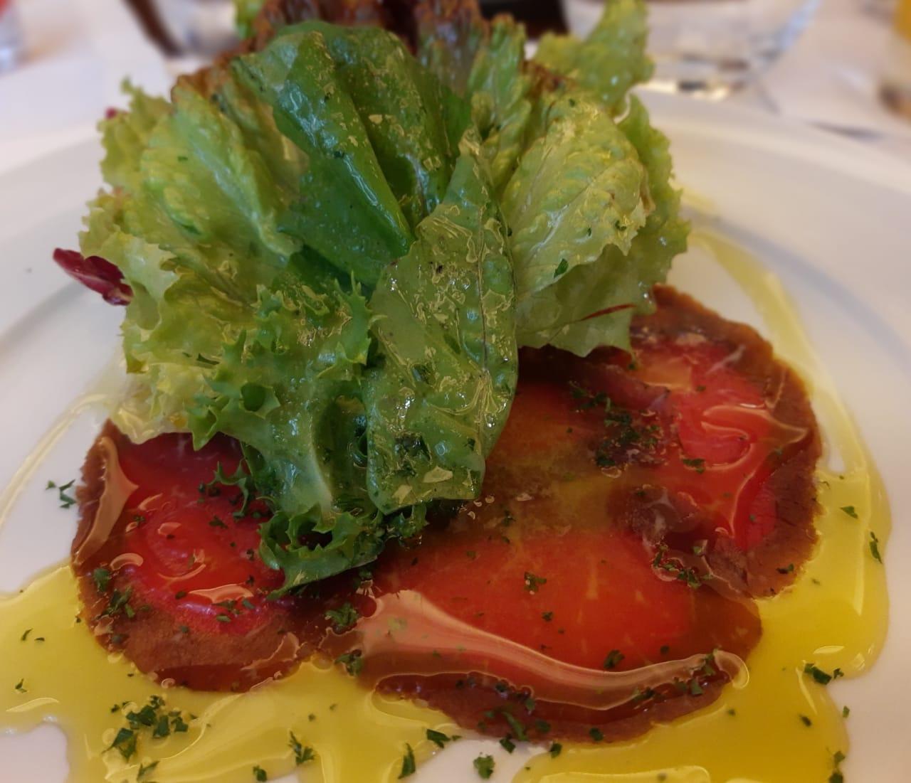 Carpaccio de Carne com salada verde (Foto: João Ramid)