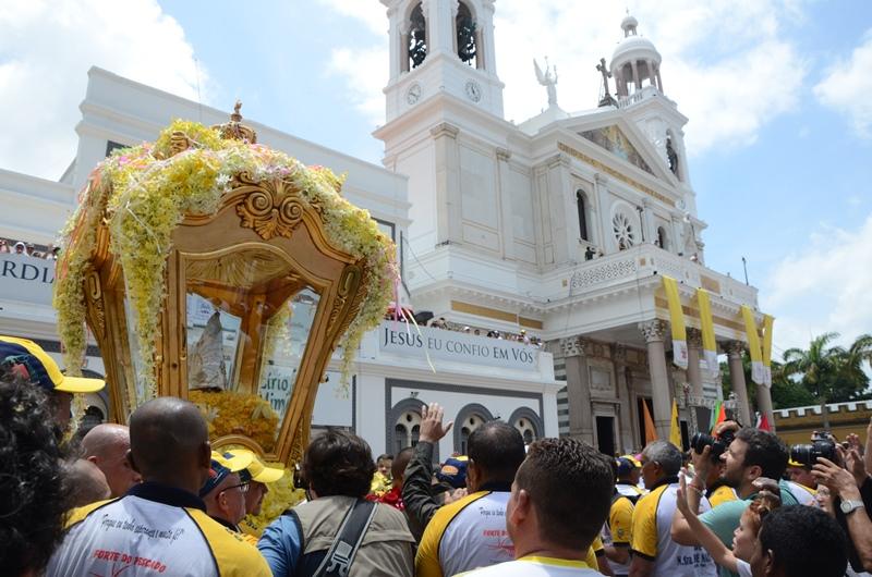 Círio 2017 - Chegada da imagem de Nossa Senhora em frente à Basílica Santuário