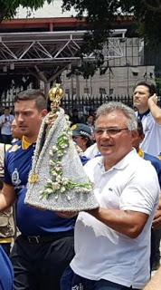 Prefeito de Belém, Zenaldo Coutinho, conduz a Imagem Peregrina de 2019 (Foto: Divulgação)