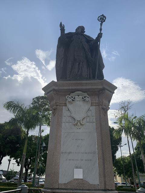 Estátua de Dom Frei Caetano Brandão (Foto: Rogério Almeida)