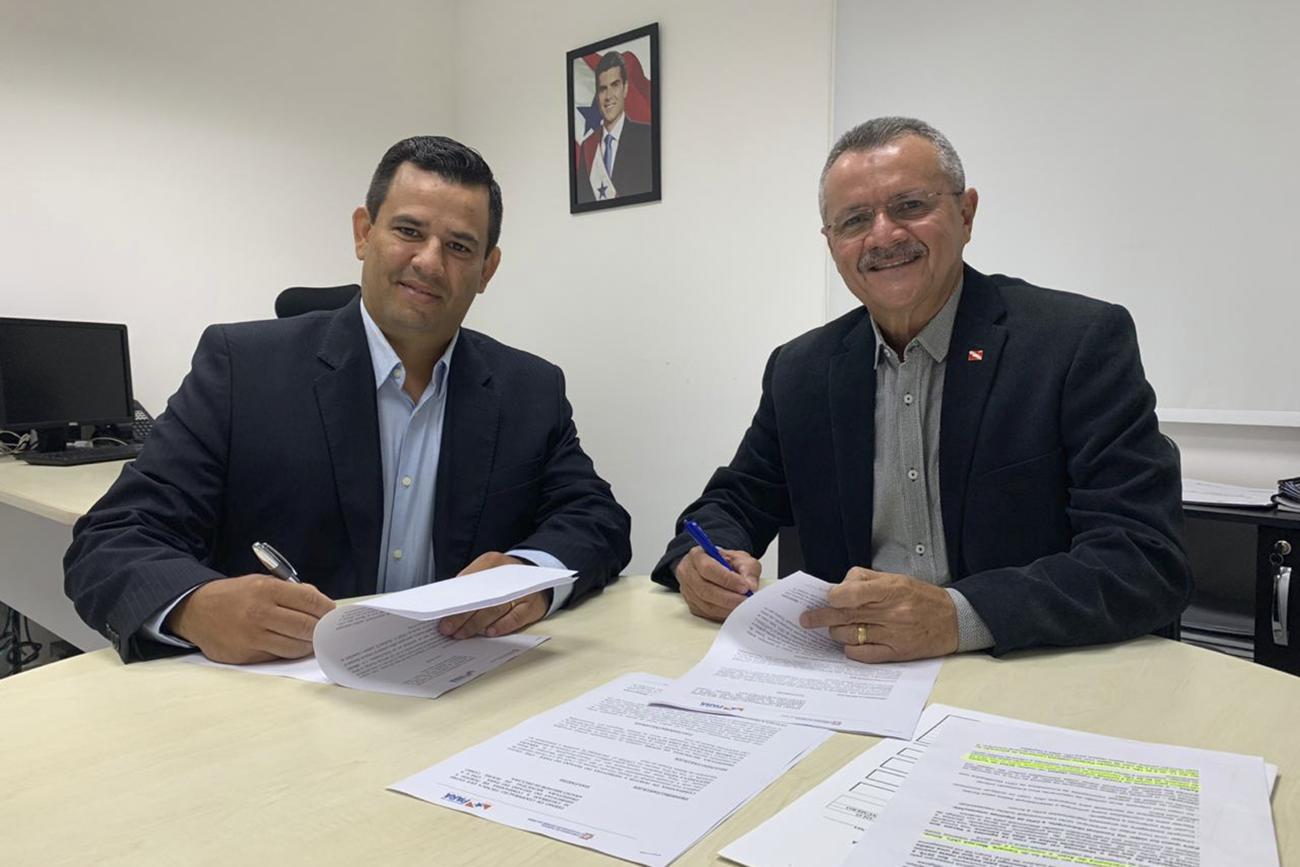O prefeito municipal ao lado do presidente da CPH Foto: Divulgação